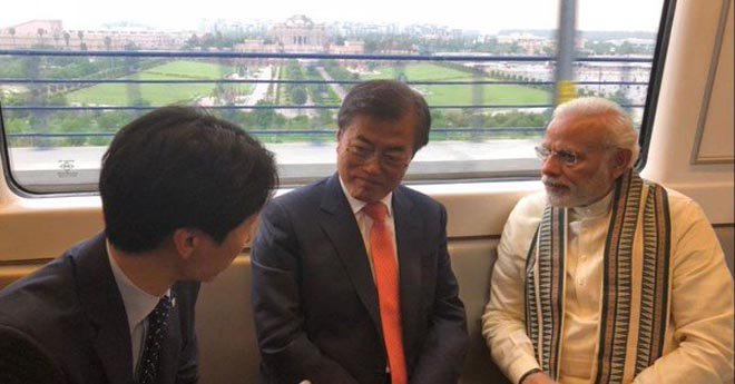The Prime Minister, Shri Narendra Modi along with the President of the Republic of Korea, Mr. Moon Jae-in