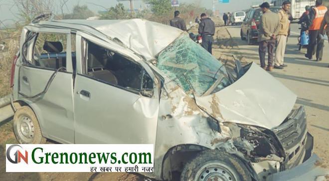 CAR OVERTURNED AT YAMUNA EXPRESSWAY - GRENONEWS
