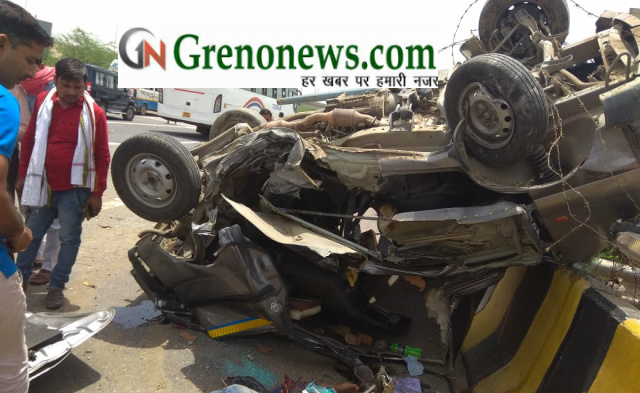Van carrying Students of Galgotia university overturned at yamuna expressway - Grenonews