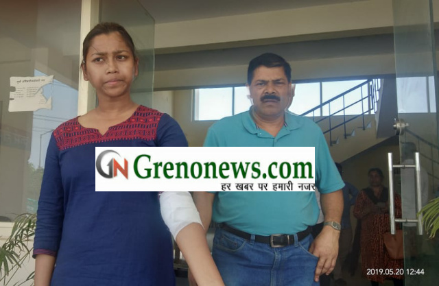 Loot with b.tech students in Greater Noida - Grenonews