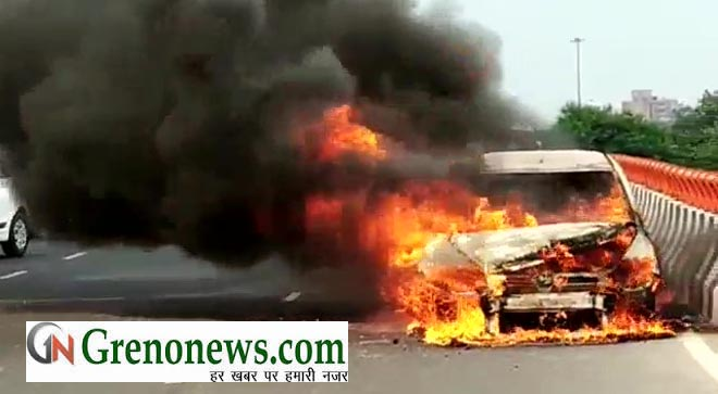 CAR CAUGHT FIRE IN NOIDA- GRENONEWS