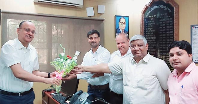OFFICIALS OF AMEEN ASSOCIATION MEET DM B.N. SINGH- GRENONEWS