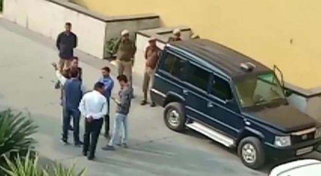 DEAD BODY FOUND ON ROOF OF DLF MALL NOIDA - GRENONEWS
