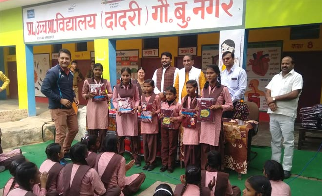 MLA DADRI TEJAL NAGAR DISTRIBUTED SWEATER TO SCHOOL CHILDRENS IN DADRI